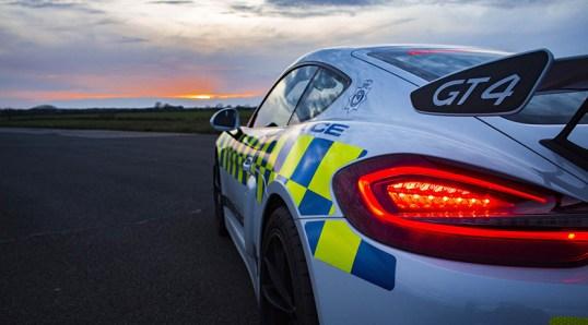 ¿Serías capaz de escapar de él? La Policía de Norfolk estrena un Porsche Cayman GT4