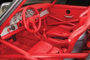 ¿Son tiempos para especular con coches? Sale a subasta un Porsche 911 RSR 3.8 de 1993 con 10 kilómetros