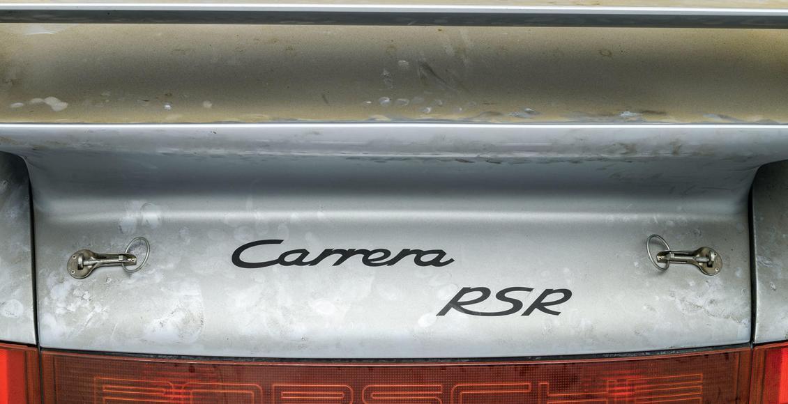 son-tiempos-para-especular-con-coches-sale-a-subasta-un-porsche-911-rsr-3-8-de-1993-con-10-kilometros-04