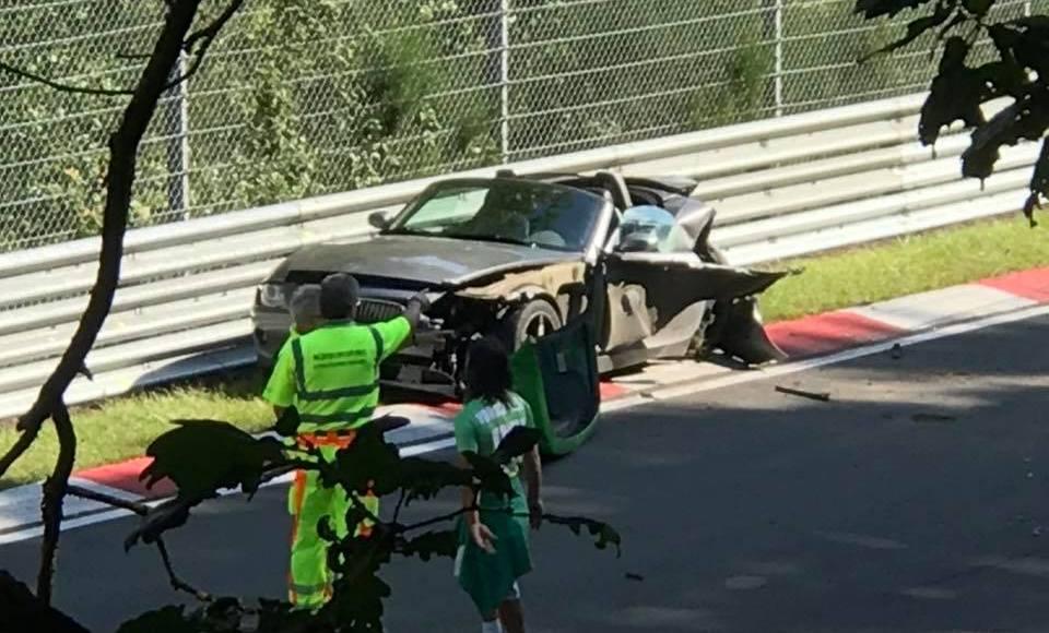 este-accidente-grave-en-nurburgring-ha-tenido-10-coches-con-espanoles-involucrados-07