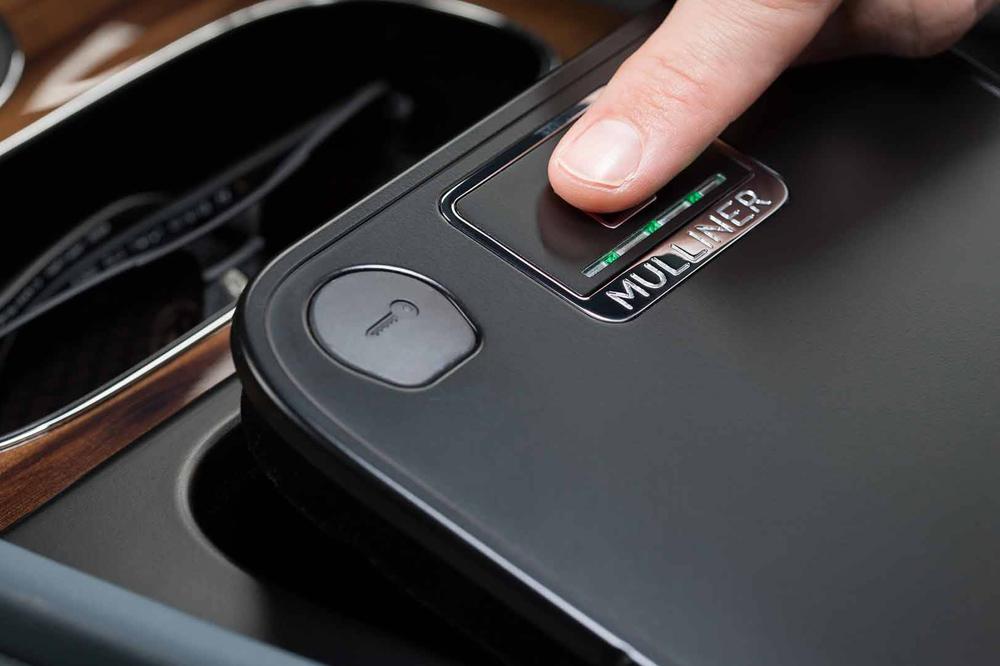 Así es la caja fuerte del Bentley Bentayga protegida por huella
