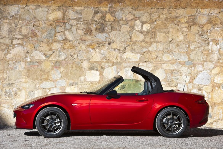 Mazda estaría preparando un lavado de cara para el MX-5 y un 2.0 SkyActiv-G con más de 180 CV