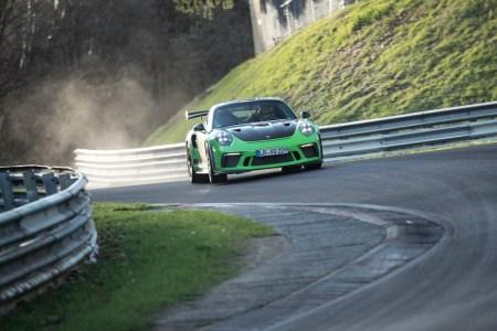 El Porsche 911 GT3 RS 2018 rompe los 7 minutos: Logra rodar en Nürburgring en 6:56.4