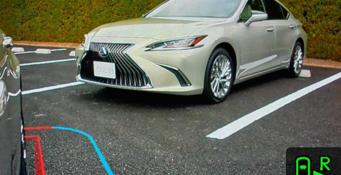 el-lexus-es-sera-el-primer-coche-gran-tirada-sin-retrovisores-exteriores-01