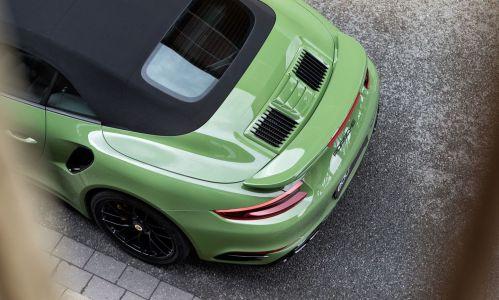 El Porsche 911 Turbo S de Edo Competition se pone un traje de color verde oliva