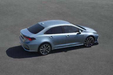 El Toyota Corolla Sedán 2019 llega a España: Sólo disponible con motor híbrido