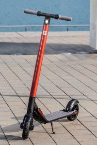 eXS KickScooter, así es el primer patinete eléctrico de SEAT que cuesta 599 euros