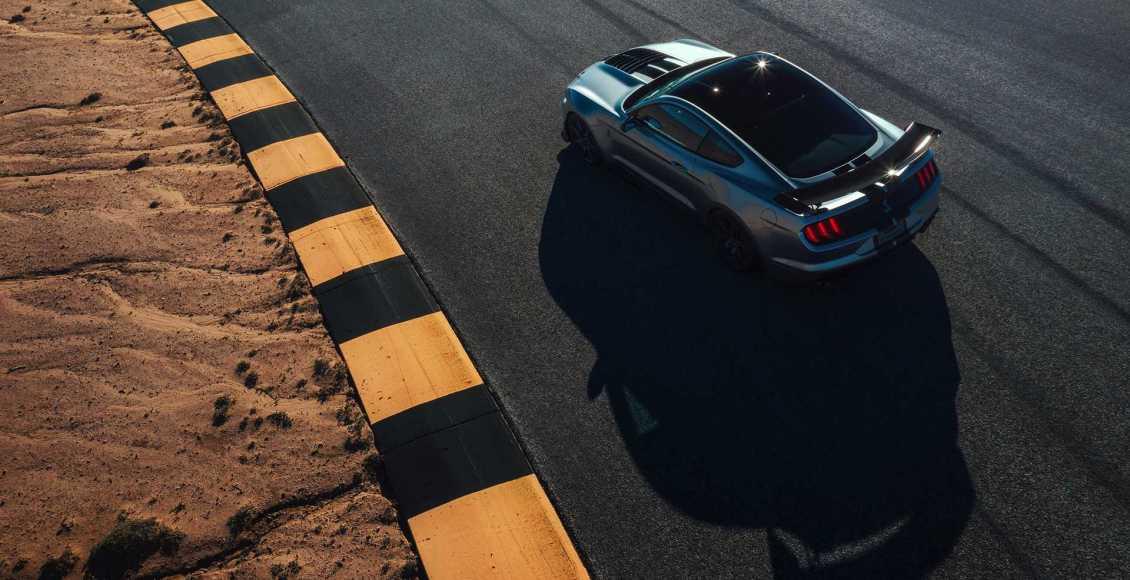 750-cv-fibra-de-carbono-y-un-aspecto-brutal-para-el-ford-mustang-gt500-2020-01
