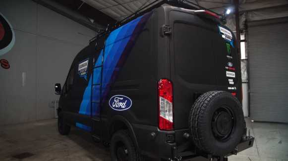 La Ford Transit que acompañan a Ken Block son así de espectaculares: 310 CV, tracción 4x4 y doble turbo
