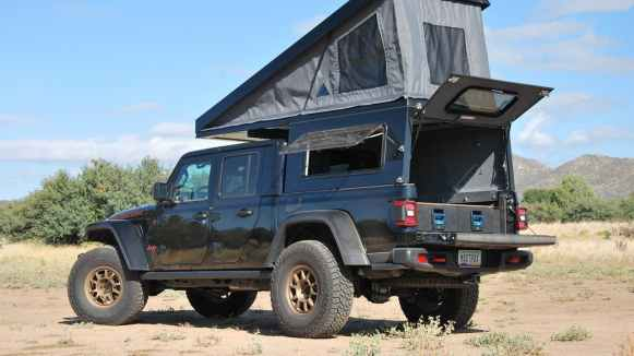 El Jeep Gladiator con preparación camper te permitirá pernoctar allá donde otros no llegan