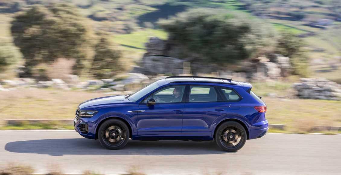 Volkswagen-Touareg-R-PHEV-2020-30