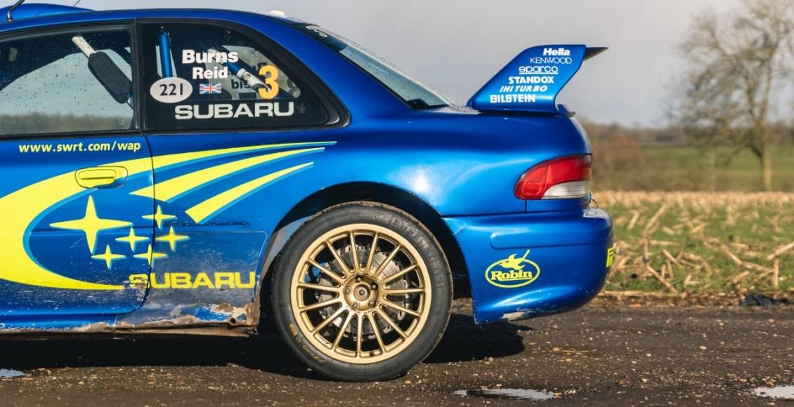 Subaru-Impreza-WRC-de-Richard-Burns-lateral-trasera