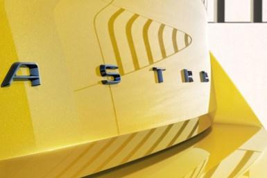 El Opel Astra 2022 electrificado comienza a mostrar sus primeros detalles: Así será