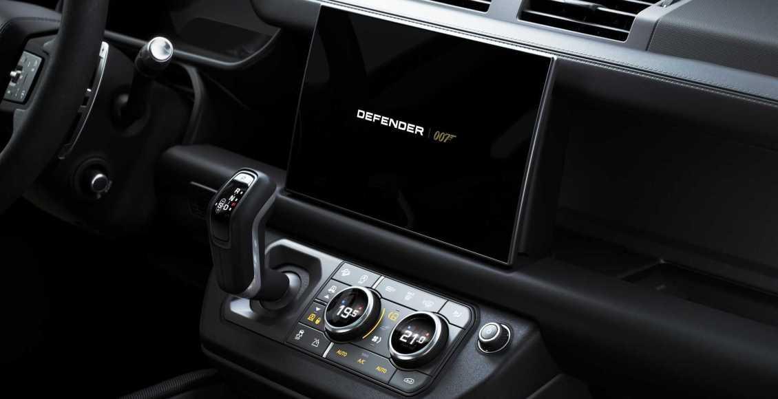 Land-Rover-Defender-V8-Bond-Edition-2021-2