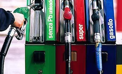 carburanti scendono i prezzi