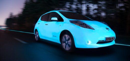 nissan-leaf-e-la-prima-auto-fluorescente-a-percorrere-unautostrada-luminescente