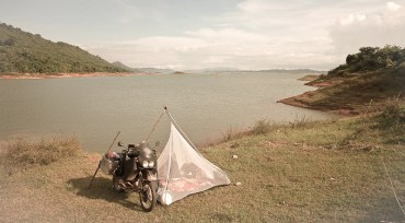 +Laos, camp site at lake