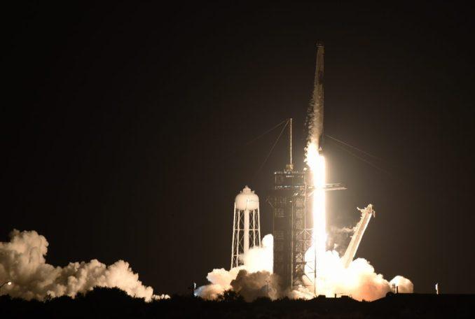 إطلاق صاروخ Falcon 9 مع كبسولة Crew Dragon من منصة 39A في مركز كينيدي للفضاء التابع لناسا في كيب كانافيرال ، فلوريدا ، الولايات المتحدة في 15 سبتمبر 2021.