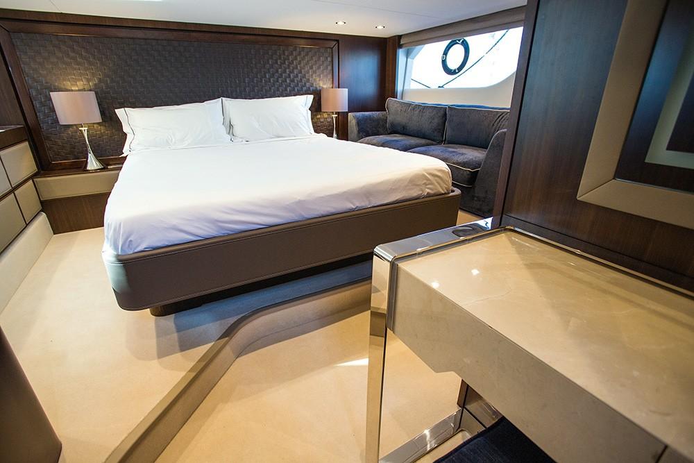 Fairline yüzer karavanlar yerine dümende keyif veren tekneleriyle tanınmak istiyor.