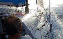Yelkenli teknede halat ve mandarların düzenlenmesi