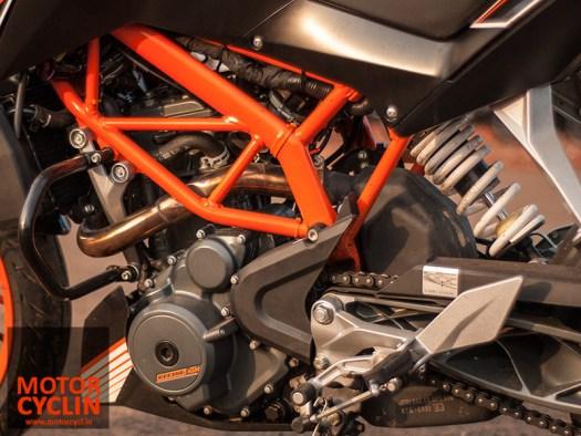 KTM Duke 390 photos engine