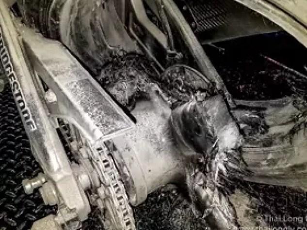 rear carbon fiber wheel fails