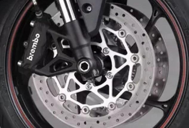 2020 Triumph Street Triple R front wheel brakes