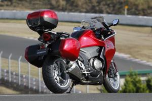 Got stuff? The VFR1200F's optional luggage provides places to put it. Note also the optional windscreen extension.