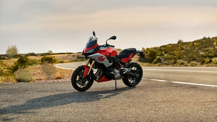 bmw f 900 xr - touring motorcycles for short riders