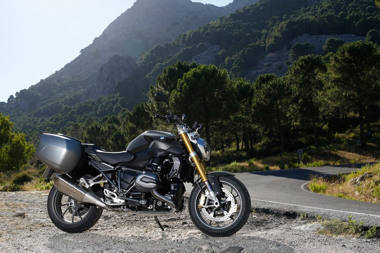 bmw r 1200 r in black - touring motorcycles for short riders