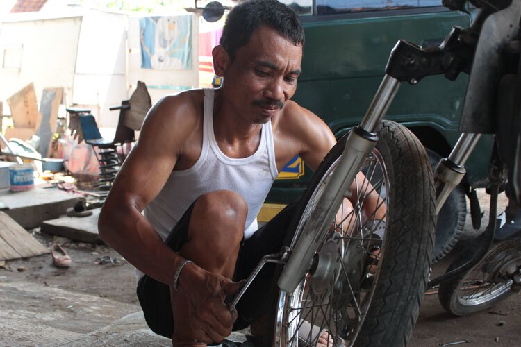 fixing motorcycle indoniesia - touring motorcycle tool kit