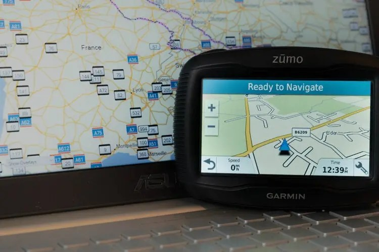 laptop and sat nav with basecamp