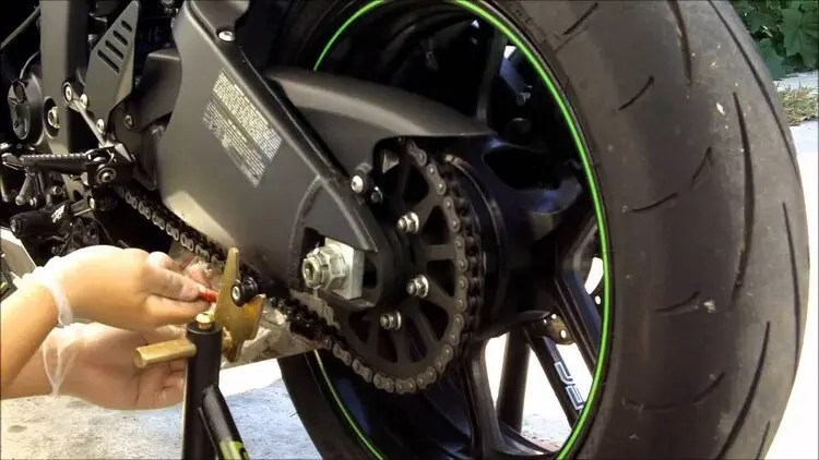 oiling and tensioning motorcycle chain - solo motorcycle touring