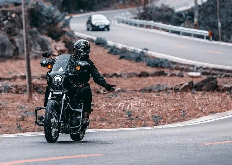motorcycle wave - motorcycle touring etiquette