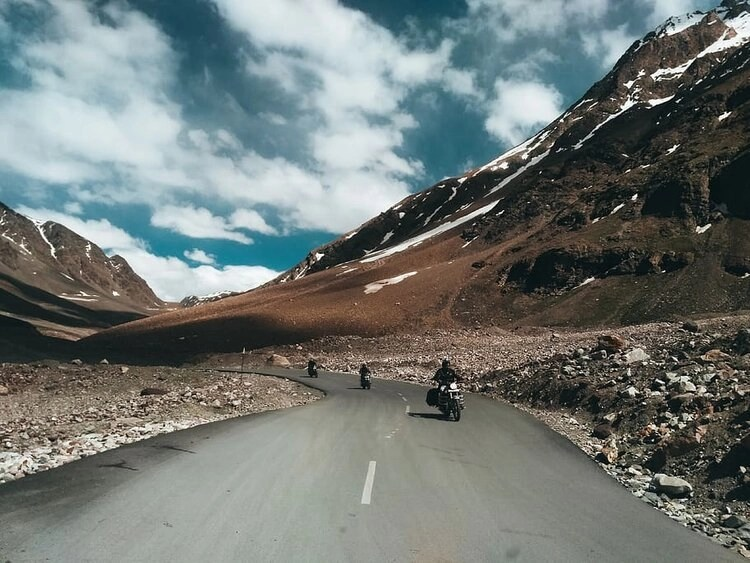 riding-in-mountains-snow-motorcycle-gear
