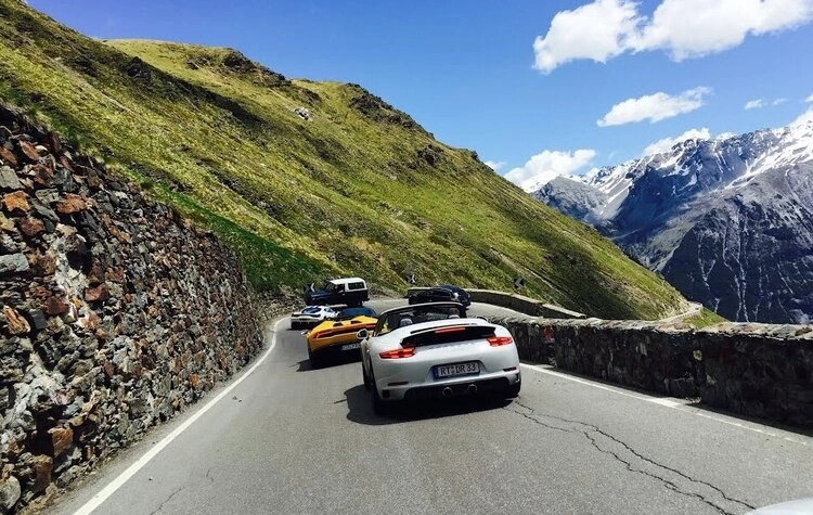 sports cars on sustenpass