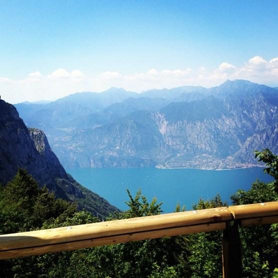 Fahrspa_faktor_hoch_Monte_Baldo_H_henstra_e_oberhalb_des_Gardasees.