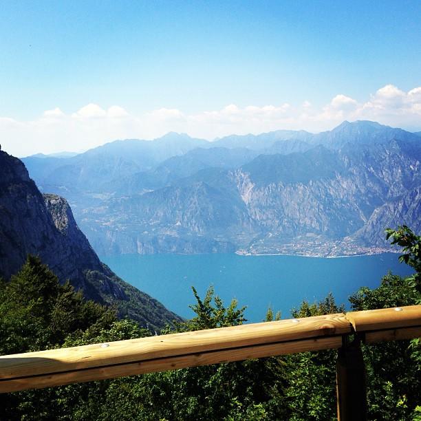 Fahrspa_faktor_hoch_Monte_Baldo_H_henstra_e_oberhalb_des_Gardasees