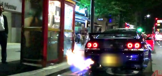 FLAMING-Nissan-Skyline-GTR-in-central-London