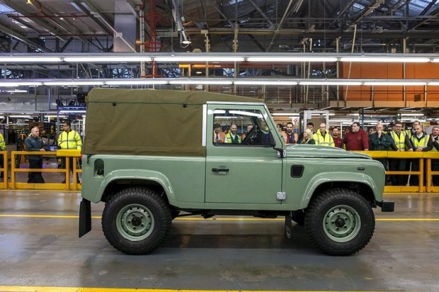 03_Land Rover Defender