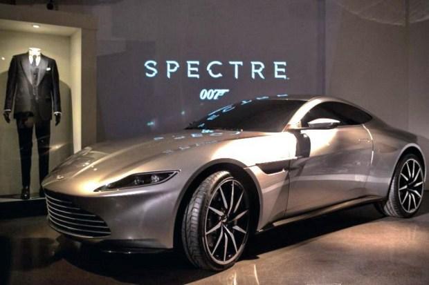 02_Aston-Martin DB10