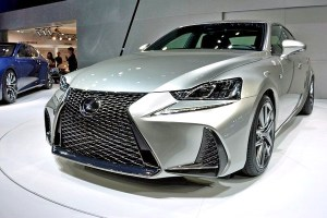 00_APERTURA - Lexus IS - MY2017
