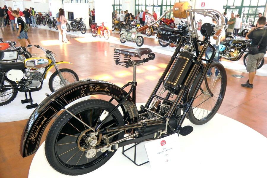 08_moto-100-anni-di-storia