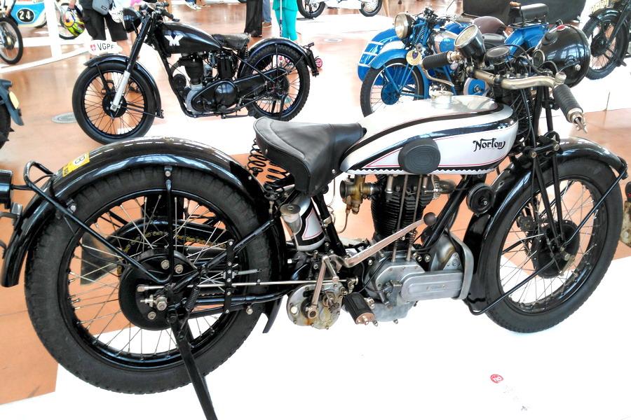 42_norton-500_moto-100-anni-di-storia