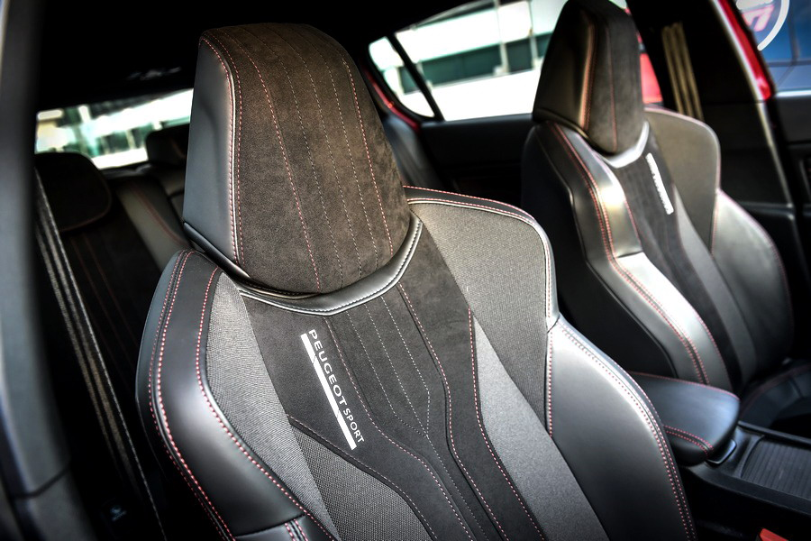 Motori360Peugeot308GTIbyPSP-14 308 GTi by Peugeot Sport, incollata all'asfalto