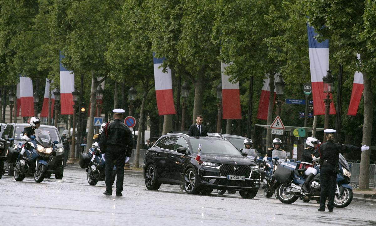Motori360_DS7crossback-Macron-2 Una DS presidenziale... Macron, nuovo Presidente della Repubblica francese sceglie la DS 7 Crossback
