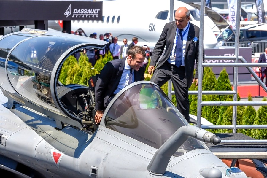 Motori360.it-Paris Air Show 2017-23-Emmanuel Macron-Dassault Rafale