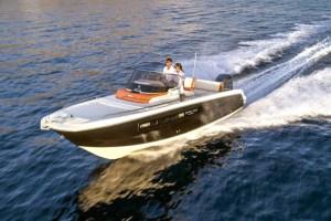 Motori360.it-Invictus 240CX-apert