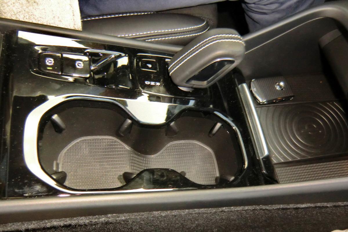 Motori360-Volvo-XC40-Primo-Contatto-12