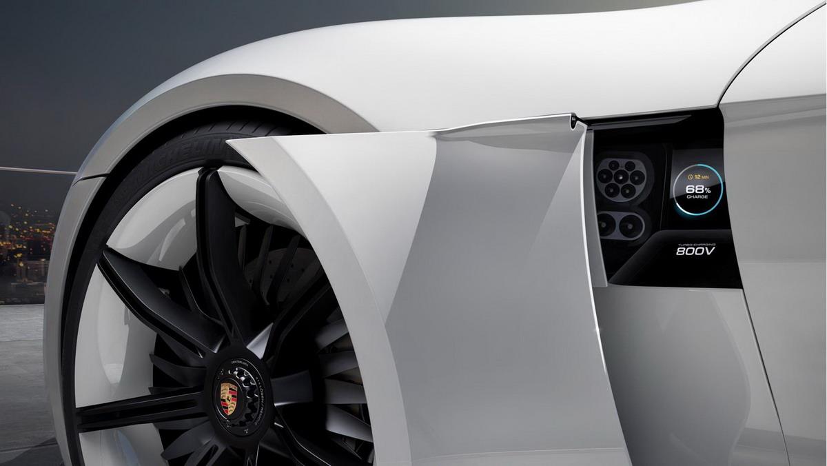 MOTORI360-Porsche_TAYCAN-F4